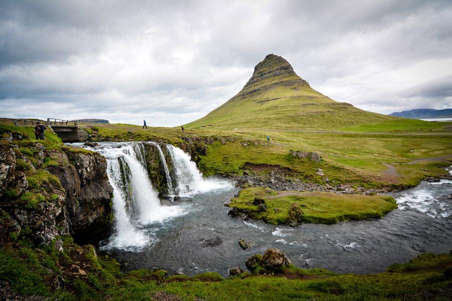 フリー写真 キルキュフェットル山と滝の風景