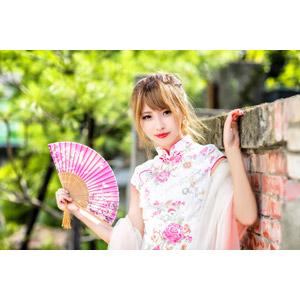 フリー写真, 人物, 女性, アジア人女性, 女性(00240), 中国人, チャイナドレス, 扇子