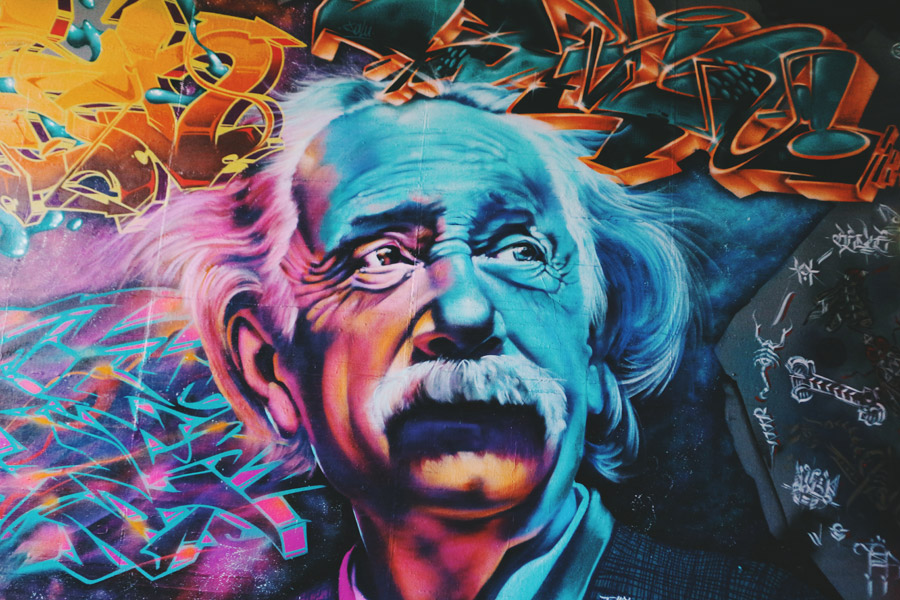フリー写真 壁に描かれたアインシュタイン