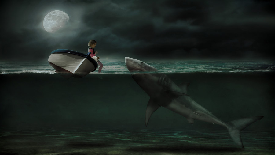 フリー写真 月夜とボートに乗る女の子と猫とサメ
