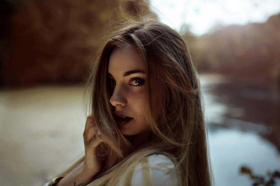 フリー写真 外国人女性のバストアップショット