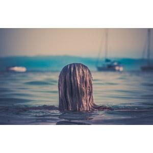 フリー写真, 人物, 女性, 外国人女性, 後ろ姿, 頭, 人と風景, 海, 海水浴, レジャー