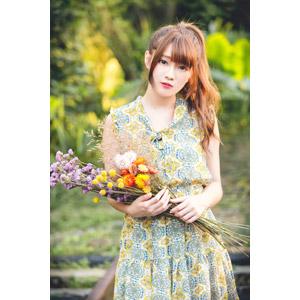 フリー写真, 人物, 女性, アジア人女性, 欣欣(00001), 中国人, ワンピース, 人と花, 花束