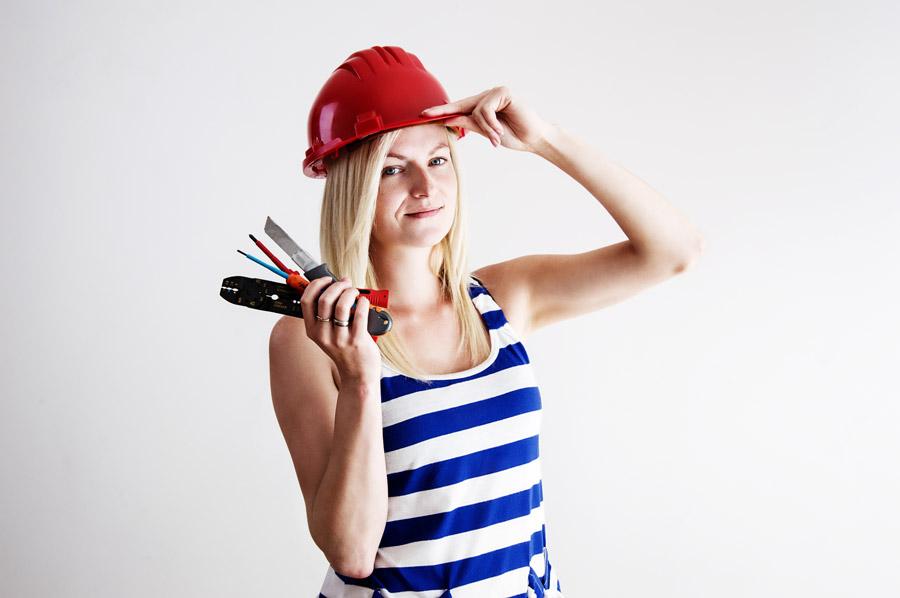 フリー写真 電気工事士の外国人女性