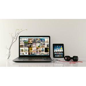 フリー写真, 家電機器, パソコン(PC), ノートパソコン, タブレットPC, スマートフォン(スマホ), ヘッドホン(ヘッドフォン)