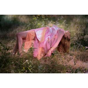 フリー写真, 人物, 女性, 外国人女性, 女性(00245), ルーマニア人, 宙に浮く(空中浮遊), ドレス