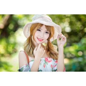 フリー写真, 人物, 女性, アジア人女性, 梁涵茹(00240), 中国人, 帽子, 顎に指を当てる