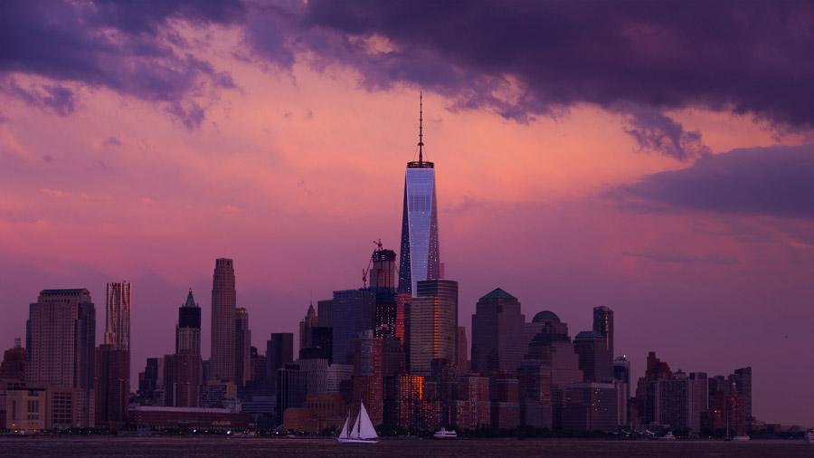 フリー写真 1 ワールドトレードセンターと夕暮れのニューヨークの街並み
