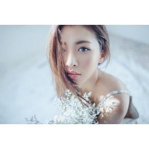 フリー写真, 人物, 女性, アジア人女性, ベトナム人, 人と花