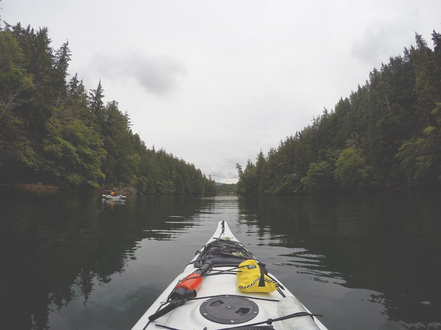 フリー写真 カヤックから見る入り江の景色