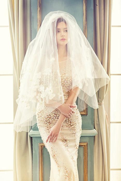 フリー写真 ベールを被る花嫁