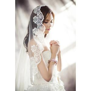 フリー写真, 人物, 女性, アジア人女性, 女性(00248), 中国人, 結婚式(ブライダル), ウェディングドレス, ベール, 祈る(祈り), 目を閉じる, 花嫁(新婦)