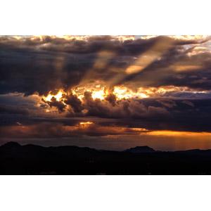 フリー写真, 風景, 自然, 夕暮れ(夕方), 夕日, 雲, 太陽光(日光), 薄明光線