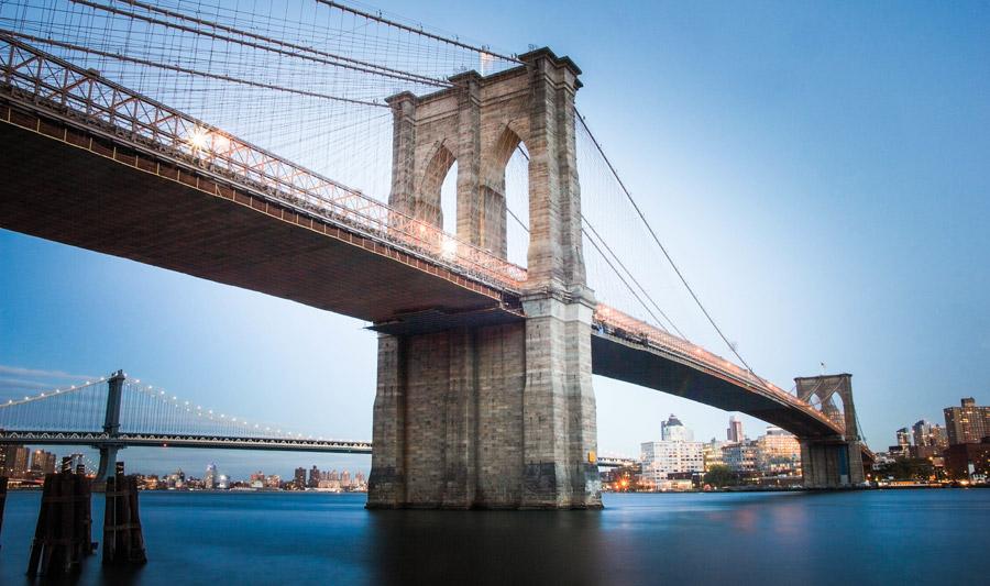 フリー写真 マンハッタンから見たブルックリン橋の風景