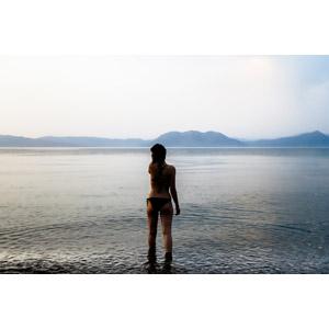 フリー写真, 人物, 女性, 外国人女性, 後ろ姿, 人と風景, 水着, ビキニ