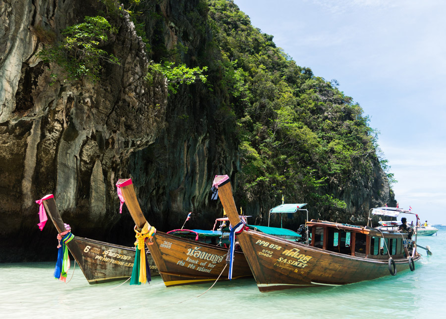 フリー写真 ピーピーレイ島のマヤベイとボート