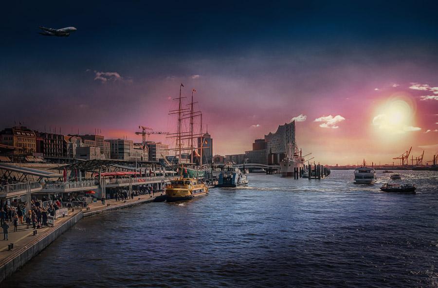 フリー写真 夕暮れのハンブルク港の風景