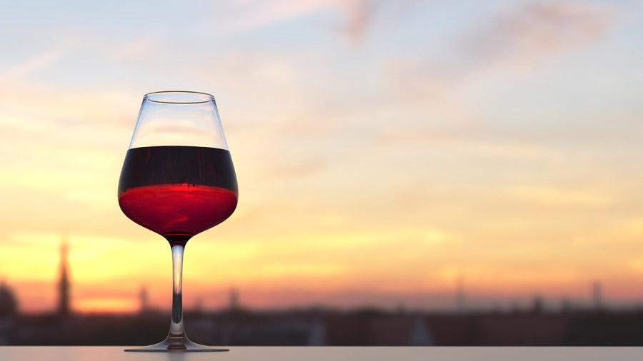 フリー写真 夕空とと赤ワイン