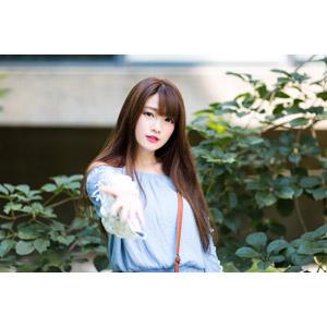 フリー写真, 人物, 女性, アジア人女性, 欣欣(00001), 中国人, 差し出す, 要求(催促), ちょうだい, 手を差し伸べる