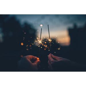 フリー写真, 花火, 火花, 線香花火, 人体, 手, 日暮れ