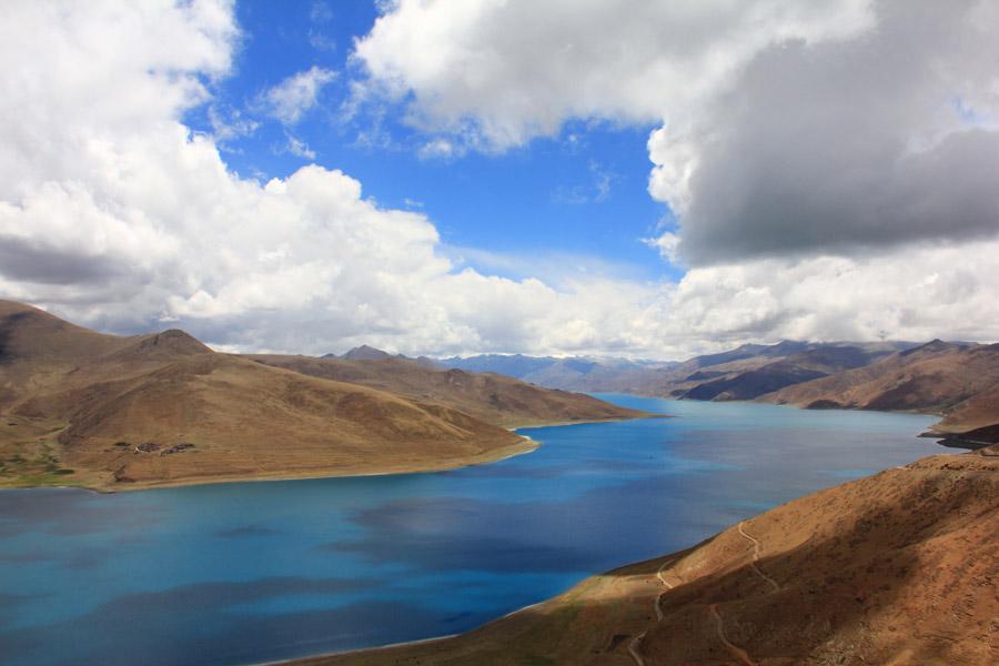 フリー写真 ヤムドク湖の風景