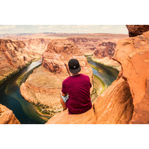 フリー写真, 風景, 渓谷, 河川, ホースシューベンド, アメリカの風景, アリゾナ州, コロラド川, 人と風景, 後ろ姿, キャップ帽