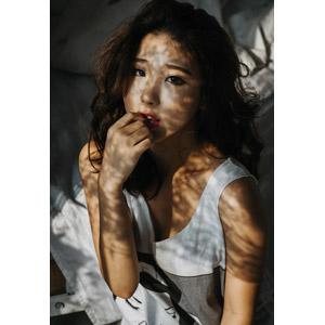 フリー写真, 人物, 女性, アジア人女性, ベトナム人, 爪を噛む