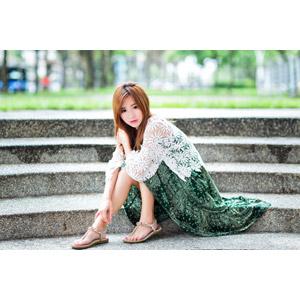 フリー写真, 人物, 女性, アジア人女性, 女性(00256), 中国人, 座る(階段)