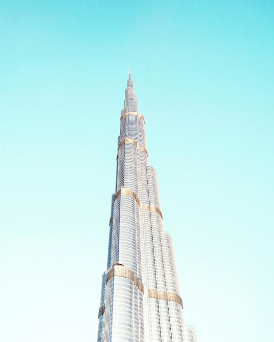 フリー写真 青空とそびえ建つブルジュ・ハリファの超高層ビル