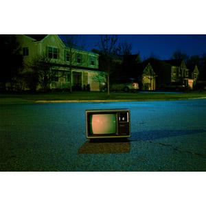 フリー写真, 家電機器, テレビ(TV), ブラウン管テレビ, 夜, 住宅, 家(一軒家)