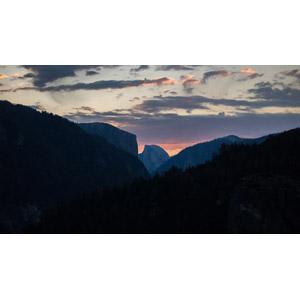 フリー写真, 風景, 自然, 夕暮れ(夕方), 雲, 山, 渓谷, ハーフドーム, ヨセミテ国立公園, カリフォルニア州, アメリカの風景
