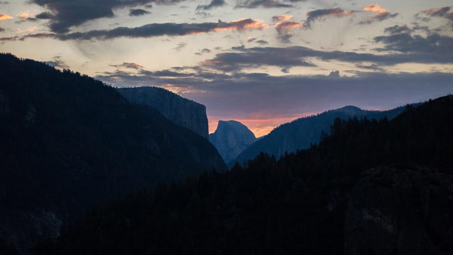 フリー写真 夕空とハーフドームの風景