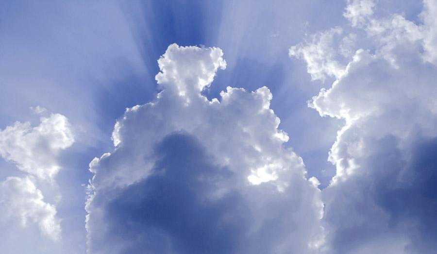 フリー写真 青空に浮かぶ雲の風景