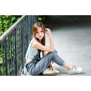 フリー写真, 人物, 女性, アジア人女性, 小潔(00183), 中国人, 座る(地面), サロペット
