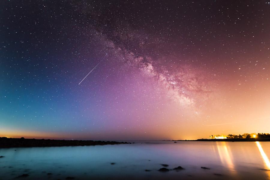 フリー写真 天の川と流れ星の風景
