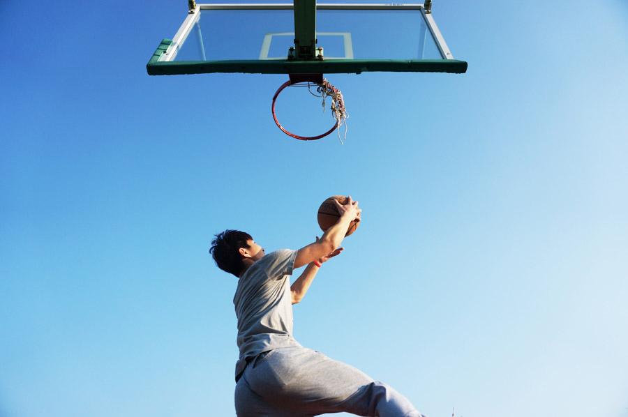フリー写真 シュートするバスケットボール選手