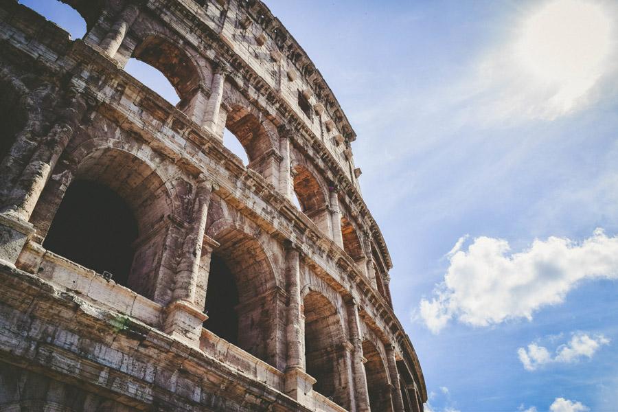 フリー写真 コロッセオと青空の風景