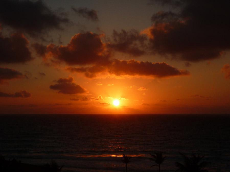 フリー写真 沈む太陽と水平線