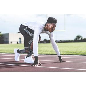 フリー写真, 人物, 男性, 黒人男性, スポーツ, 陸上競技, 位置について、よーいドン, スタート, 陸上競技場