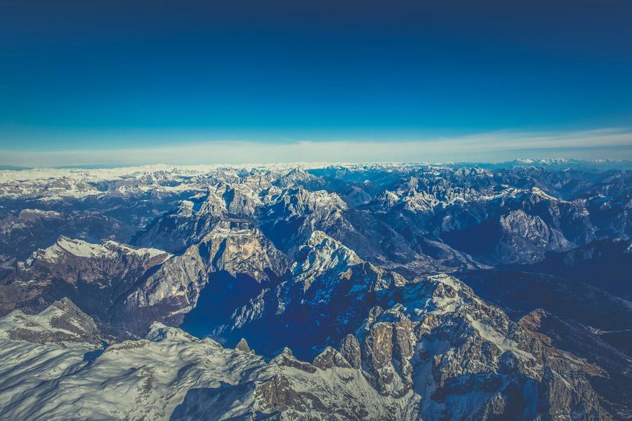 フリー写真 青空とアルプス山脈の風景