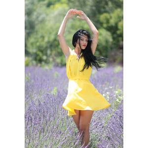 フリー写真, 人物, 女性, 外国人女性, 女性(00241), ルーマニア人, 人と花, 植物, 花, ラベンダー, 紫色の花, 花畑, ドレス, 踊る(ダンス)