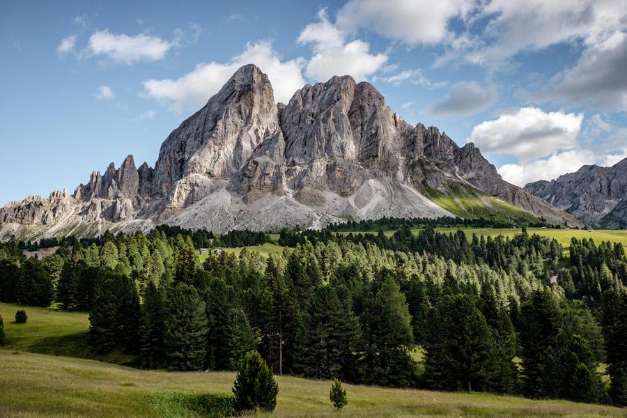 フリー写真 サン・マルティーノ・イン・バディーアの岩山の風景