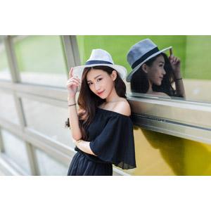 フリー写真, 人物, 女性, アジア人女性, 楚珊(00053), 中国人, カウボーイハット, 帽子, 窓辺