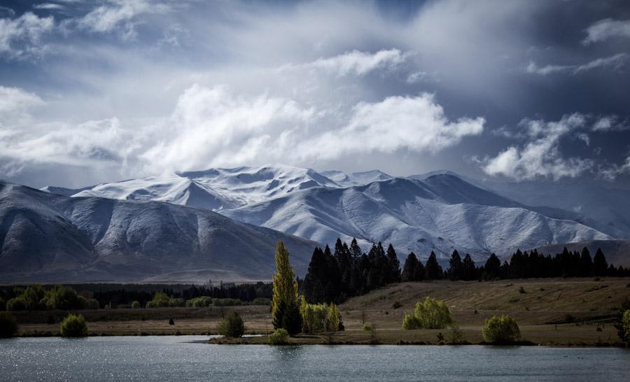 フリー写真 ニュージーランドの雪に覆われた山の風景