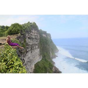 フリー写真, 人物, 男性, 外国人男性, 人と風景, 座る(地面), 崖, 海岸, 海, 眺める, 横顔