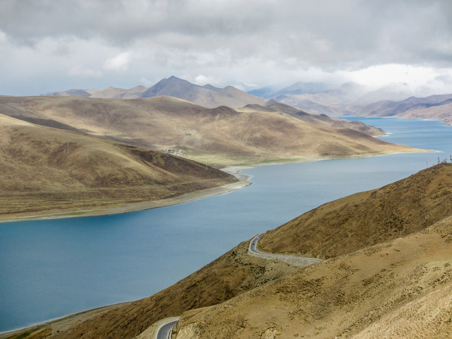 フリー写真 チベットのヤムドク湖の風景