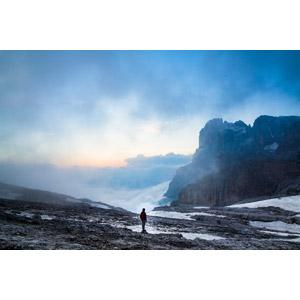 フリー写真, 風景, 山, 岩山, 雲, 雲海, 人と風景, 登山者, 登山, イタリアの風景