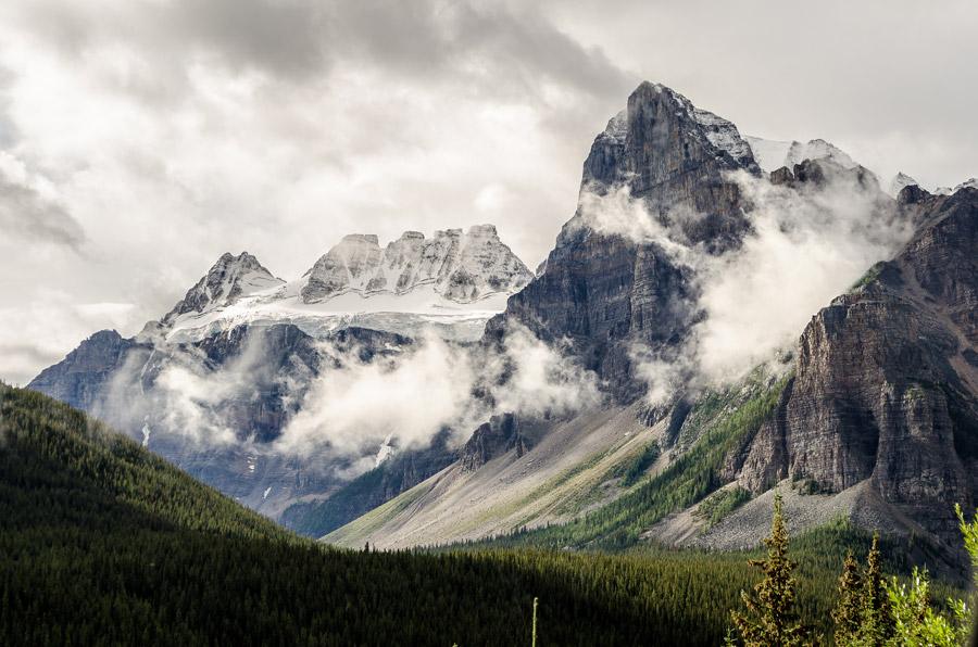 フリー写真 雲のかかるテンピークスの山の風景