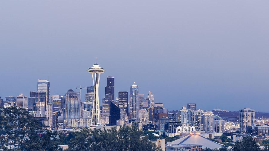 フリー写真 日暮れのスペースニードルとシアトルの街並み