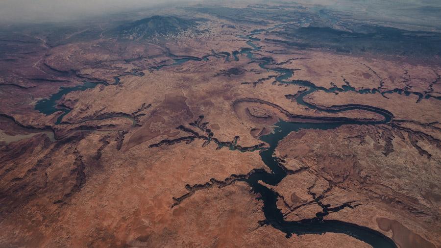 フリー写真 渓谷と川の地形の航空写真